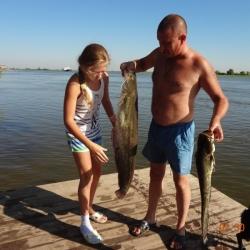 Рыбалка в июле с пирса на Астраханской Жемчужине